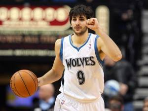 Ricky-Rubio-nails-crazy-circus-shot.
