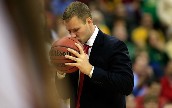 Hoiberg looks to get back to college roots in year 2 at the helm